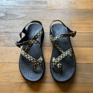 Chaco Z2 toe strap olive green sandals print
